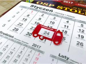 Kalendarz trójdzielny z okienkiem w indywidualnym kształcie.